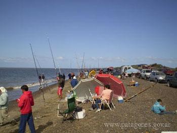 Playa en Bahía San Blas. Concurso de Pesca