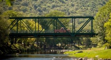 Puente carretero sobre el río Santa Rosa. Foto de Dción de Turismo