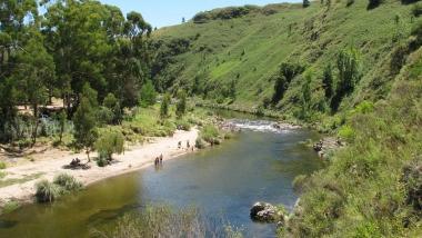 Balneario El Vado en río El Durazno. Foto de Farrue