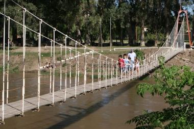 Puente colgante en Arroyito