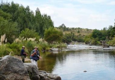 Pesca deportiva de truchas en río San José