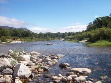 Río Pintos, zona de Cuchi Corral. Foto de Roberto Fiadone