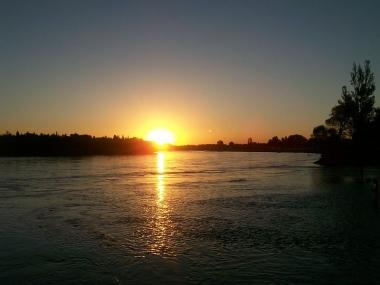 Atardecer en el río Limay. Foto de Aleposta