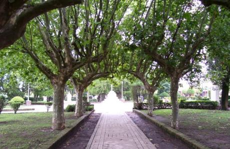 Alvarez. Plaza 25 de Mayo