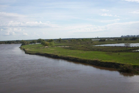 arroyo Guazú a 30 km de Esquina