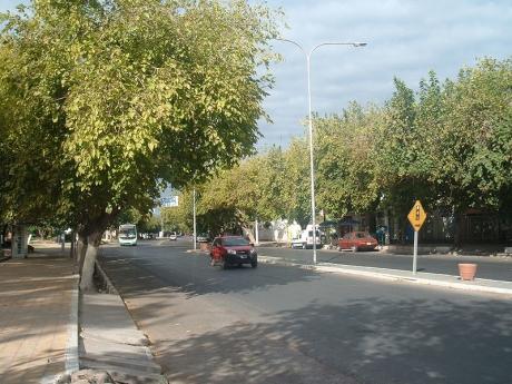 Avenida Hipólito Yrigoyen. Santa Lucía