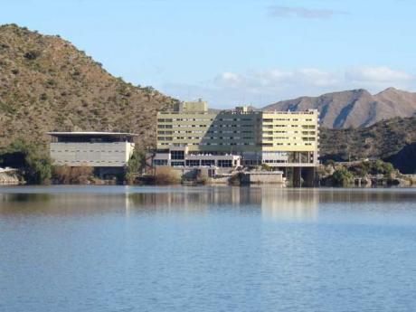 Lago de Potrero de los Funes