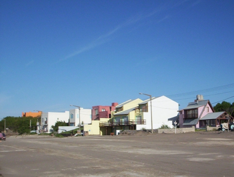 Casas frente a la playa de Claromecó